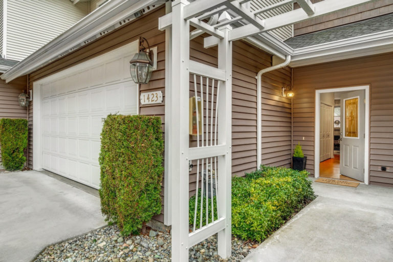 New on Market: Simple, One-Level Living in Shoreline