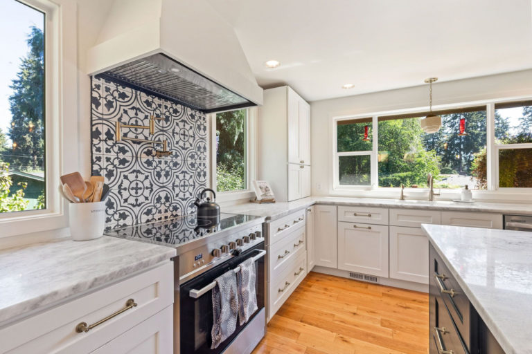 New on Market: Remodeled Tri-Level in Puyallup is Must-See